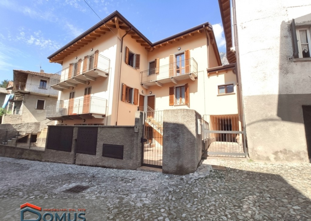 Sale Apartments Lierna - Three-room apartment with courtyard in Lierna Locality